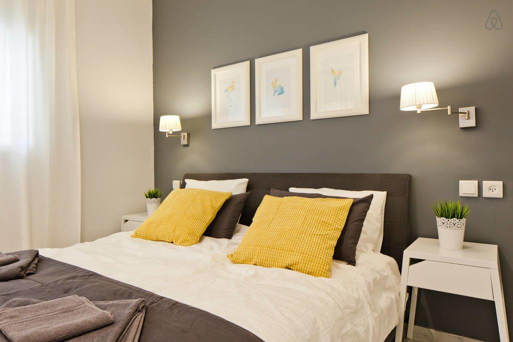 עיצוב חדר שינה נקי ומוקפד.
